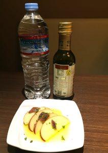 オリーブオイルの最高品質 酸度0.1 カスティージョ・デ・タベルナス0.1 りんごとアンチョビ