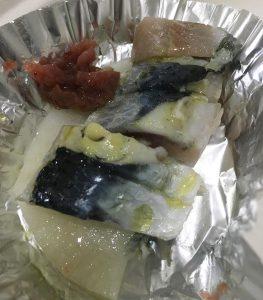 イワシの刺身&梅肉のたたきをオリーブオイルを使ってカルパッチョにしてみよう。