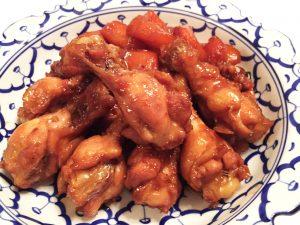 鳥ウィングとにんじんの甘辛煮 オリーブオイルをちょい足し