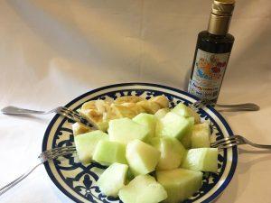 絶品、酸度0.1オリーブオイルをフルーツにかけてみよう。