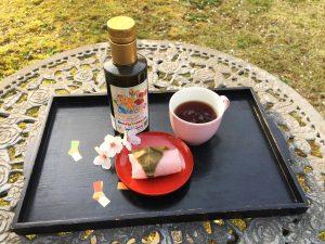 桜もちとオリーブオイルを。和菓子に酸度0.1のオリーブオイルは絶品。
