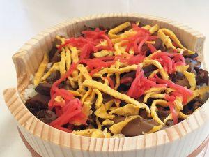 京都府丹後の郷土料理 サバのバラ寿司とオリーブオイルを。