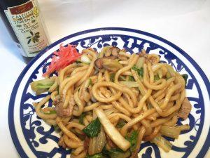 和洋のコラボ 焼うどんのおいしい食べ方 オリーブオイルをかけてみよう