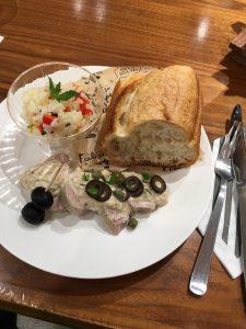 ライスサラダ 酸度0.1のエクストラバージンオリーブオイル『カスティージョ・デ・タベルナス ピクアル』